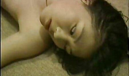 夫は他の男性と女性のキスを見て幸せになります 女の子 向け セックス 動画